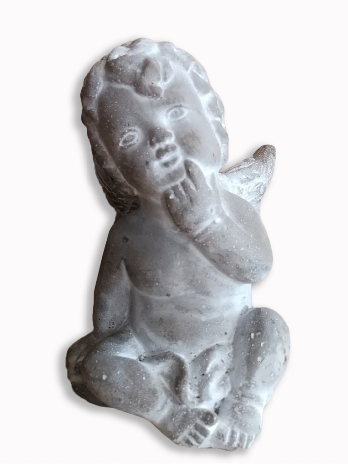 Ange en pierre, a genou qui est pensif, produit d'Eternel jardin