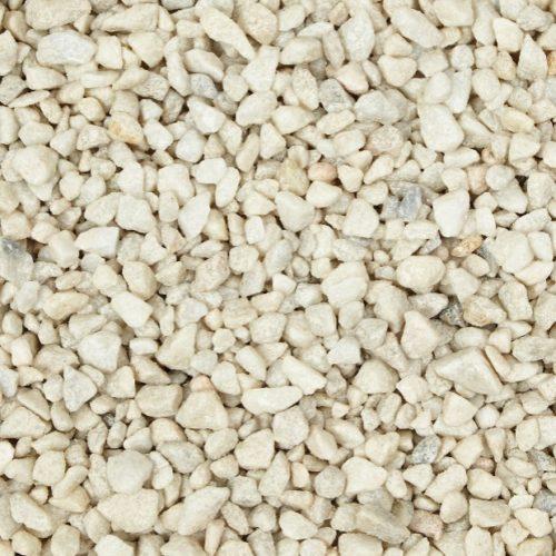 Ajout de gravillons concassés blanc sur la sépulture. Calibre 6/16mm.