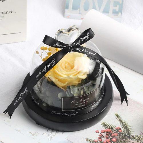 """Bulle de rose """"féerique"""", lumineuse contenant une rose éternelle blanche de 8 cm sous une cloche en verre surmonté d'un cœur. Un cadeau digne d'un conte de fée... Véritable rose éternelle et fleurs séché, sous un dôme lumineux."""