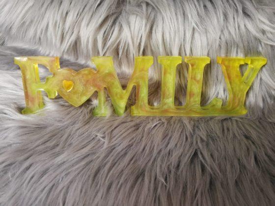 Family en résine, jaune, décoration à poser