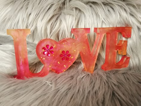 Love rose en résine, décoration à poser