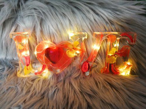 Love rouge lumineux en résine
